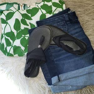 Sanuk size 7  black yoga strap sandal